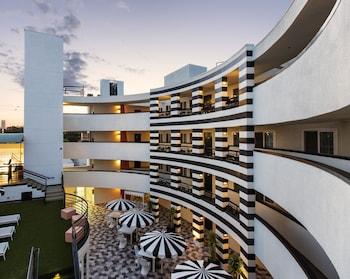 Hotel - Carlyle Inn