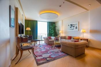 Executive Suite, 1 King Bed (Acropolis View)