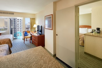 Room, 2 Double Beds, View (Waikiki View)