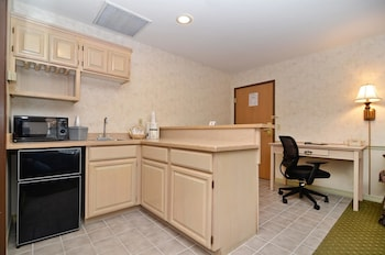 Standard Room, 2 Queen Beds, Non Smoking, Refrigerator & Microwave (32in Flat Screen TV)
