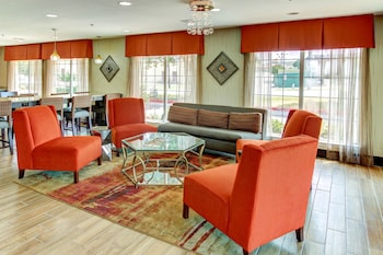 Lobby Sitting Area at Motel 6 Arlington TX in Arlington