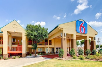Featured Image at Motel 6 Arlington TX in Arlington