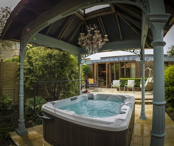 Deluxe Garden Suite (with Hot Tub)