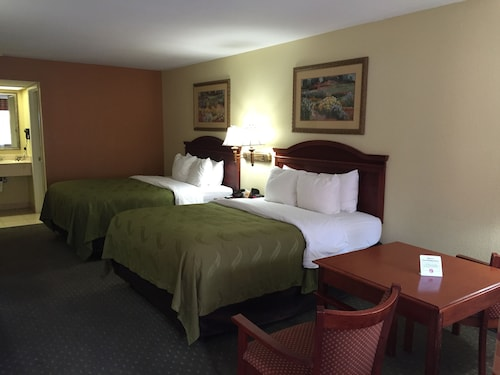 . Econo Lodge Inn & Suites Eagle Pass