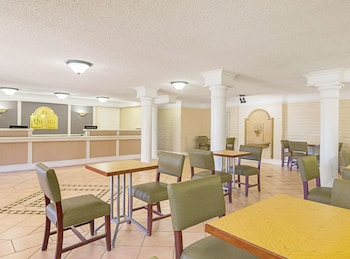 Hotel - La Quinta Inn by Wyndham Denver Northglenn