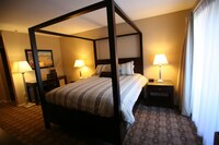 Junior Suite, 1 Queen Bed, Jetted Tub, No View