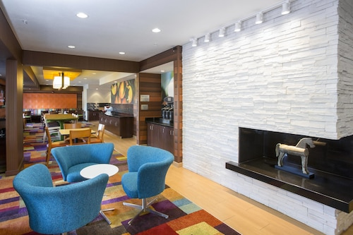 . Fairfield Inn & Suites Terre Haute