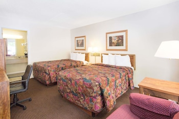 Dubuque Vacations - Days Inn Dubuque - Property Image 1