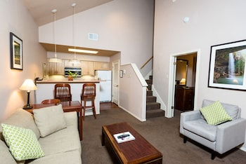 Suite, 2 Bedrooms (Two Bath Suite and Sofabed)