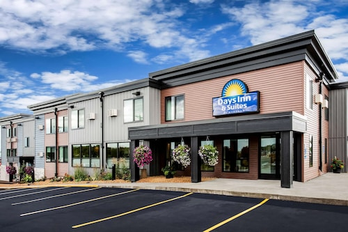 . Days Inn & Suites by Wyndham Duluth by the Mall