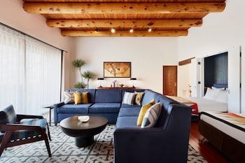 Suite, 2 Bedrooms (Hacienda 1 King + 2 Queen)