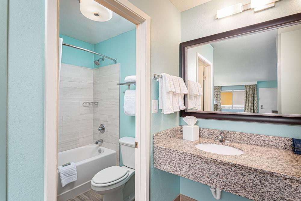 https://i.travelapi.com/hotels/1000000/10000/3900/3814/43f15c59_z.jpg