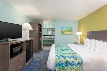 Standard Room, 1 King Bed, Microwave, Pool View
