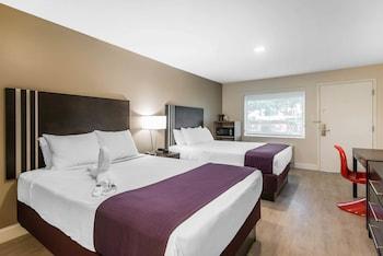 Guestroom at Avanti International Resort in Orlando
