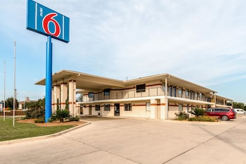 Hotel - Motel 6 San Antonio - South WW White Road