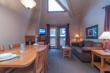 Premier Condo (2 Bedroom Loft- 4 Q)