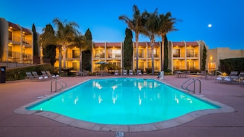 Best Western Plus Royal Oak Hotel