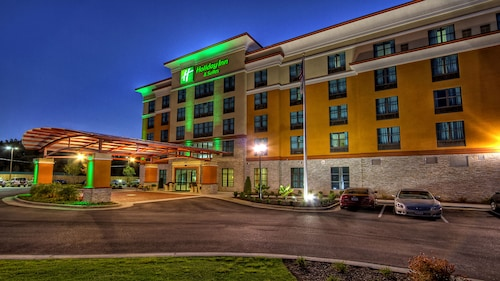 . Holiday Inn Hotel & Suites Tupelo North