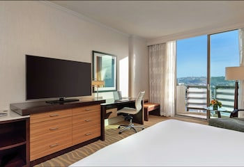 Studio Suite, Balcony (King Size Murphy Bed)
