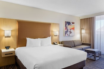 Studio Suite, 1 King Bed, Mountain View (Golf View)