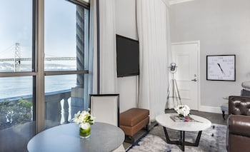 Sophisticated Townie Skyline Penthouse Suite