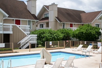 Hawthorn Suites by Wyndham Holland/Toledo Area - Outdoor Pool  - #0