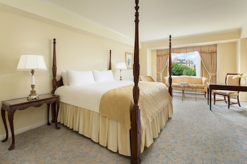 Premier Room, 1 King Bed, View (Commonwealth)