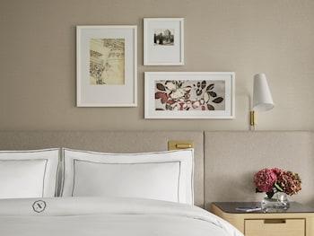 Room, 1 King Bed (Newbury)
