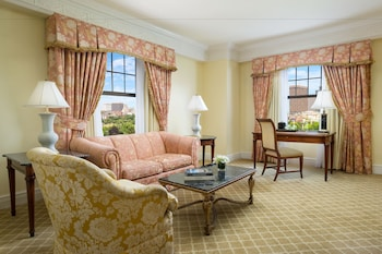 Luxury Suite, 1 King Bed, Park View