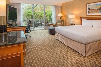 Deluxe Room, 1 King Bed, Pool View (Mobility Access w/RI SHWR)
