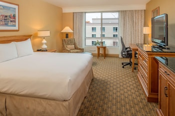 Deluxe Room, 1 King Bed, Courtyard View