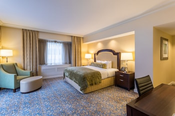 Executive Suite, 1 King Bed (Congressional)