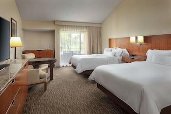 Room, 2 Queen Beds, Balcony, Golf View