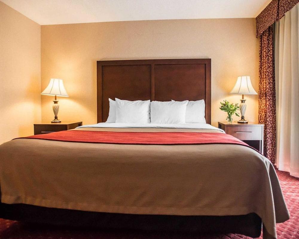 https://i.travelapi.com/hotels/1000000/10000/4200/4148/920abae0_z.jpg