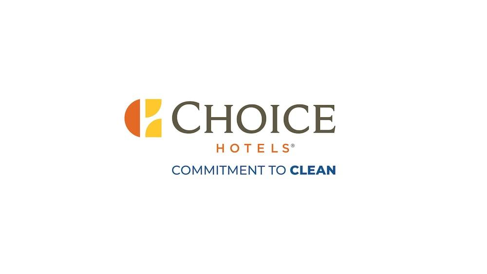 https://i.travelapi.com/hotels/1000000/10000/4200/4148/c3ae8489_z.jpg