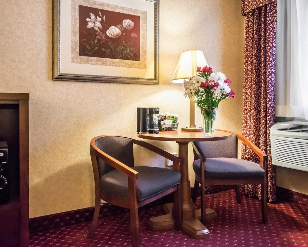https://i.travelapi.com/hotels/1000000/10000/4200/4148/dab2f239_z.jpg