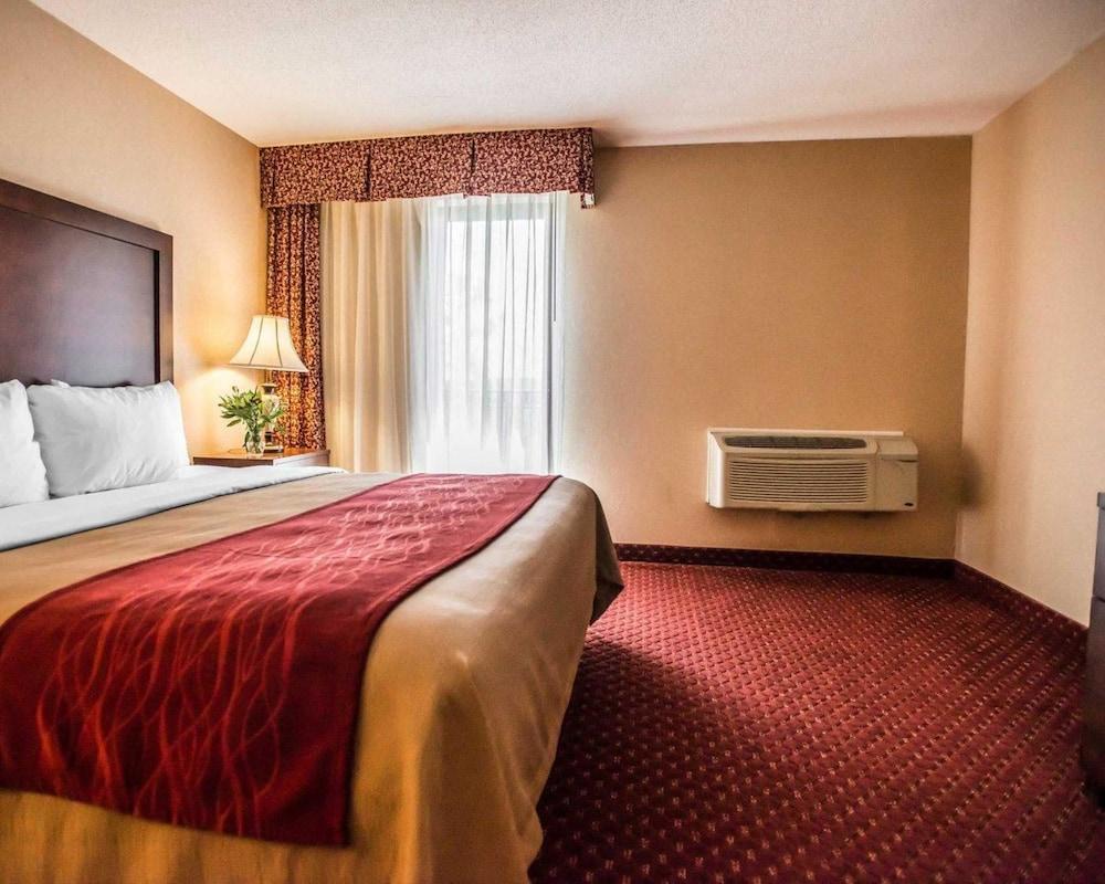 https://i.travelapi.com/hotels/1000000/10000/4200/4148/e28e84d2_z.jpg