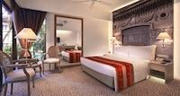 Deluxe Poolside Room