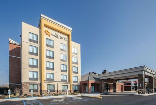 . La Quinta Inn & Suites by Wyndham Philadelphia Airport