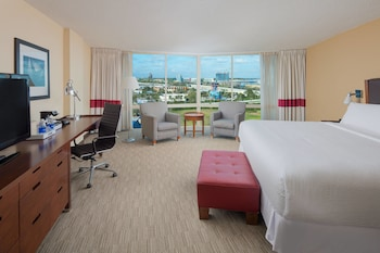 Guestroom at Four Points by Sheraton Orlando International Drive in Orlando