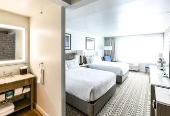 Room, 2 Queen Beds, Accessible (Grab Bars)