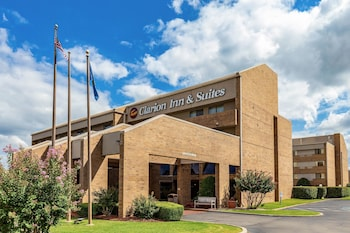 Hotel - Clarion Inn & Suites Central I-44