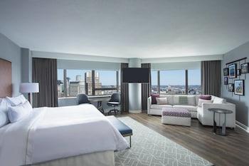 Studio Suite, 1 King Bed, City View, Corner