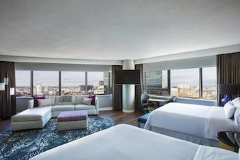Studio Suite, 2 Queen Beds, City View, Corner