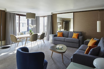Club Suite, Business Lounge Access, Corner