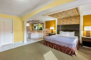 Suite, 1 Bedroom, Non Smoking, Jetted Tub (King)