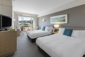 Standard Queen Room - Balcony & Pool View
