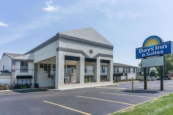 Days Inn and Suites Columbus East Airport - Featured Image  - #0