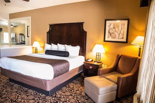 . Mockingbird Inn & Suites