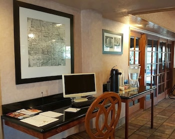Concierge Desk at A Victory Inn & Suites Phoenix North in Phoenix